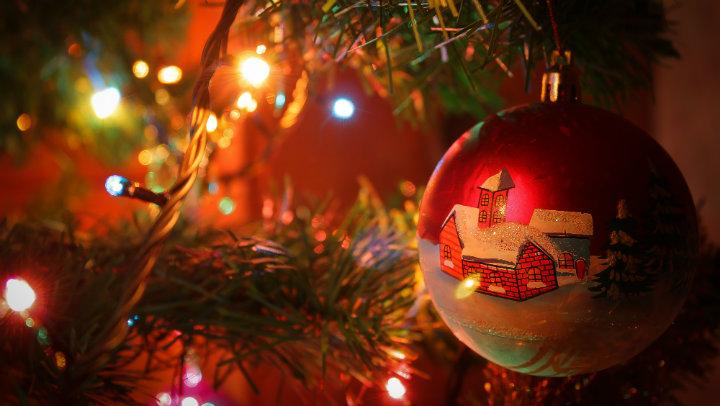 Apagar luces navide as antes de dormir puede salvarle la - Lucecitas de navidad ...