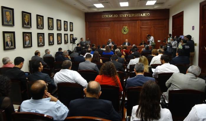 Luis Fierro nuevo rector de la UACH; declinaron Carrete y Martínez