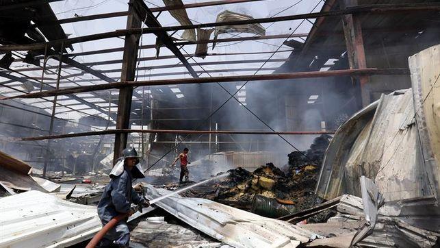 Al menos 15 personas mueren en incendio en una fábrica en Bangladés