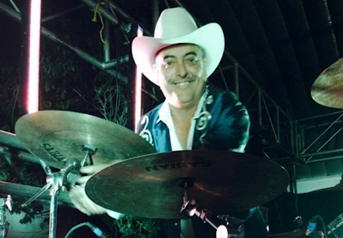 Cantan la Cruz de Madera y entierran a baterista de Vendavales