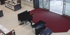 Relacionada swns clumsy customer smahes  5k of tvs