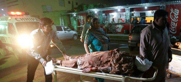 Ataque suicida termina con la vida de 52 personas en - Tiempo en pakistan ...