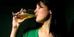 Relacionada cervezas indias mujer