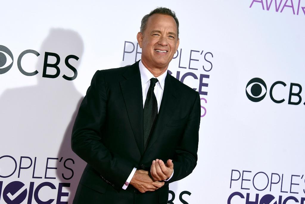 Tom Hanks regala cafetera a periodistas de la Casa Blanca